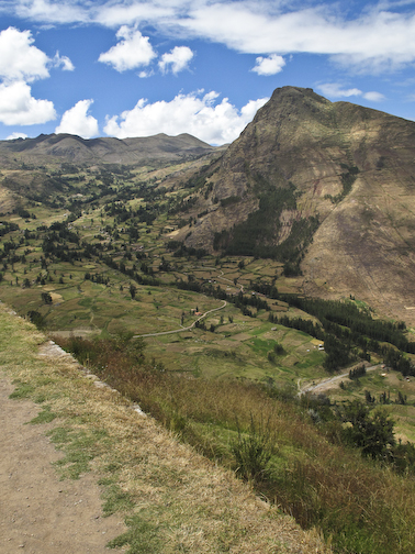 Pisac valley from the Inca ruins.