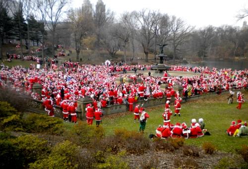 8000 Santas in Central Park!